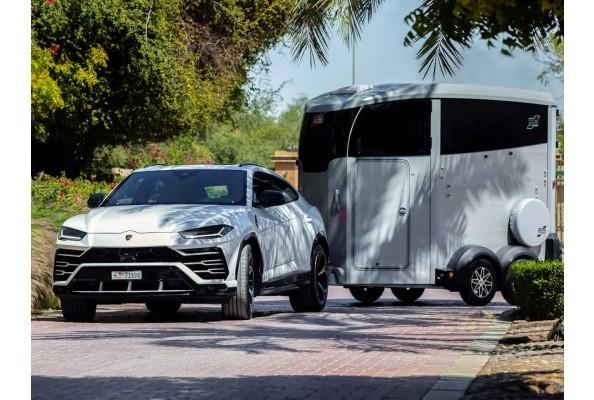 Remolque HBX Ifor Williams con Lamborghini URUS Delantera