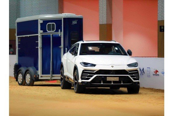 Remolque HBX Ifor Williams con Lamborghini URUS Evento